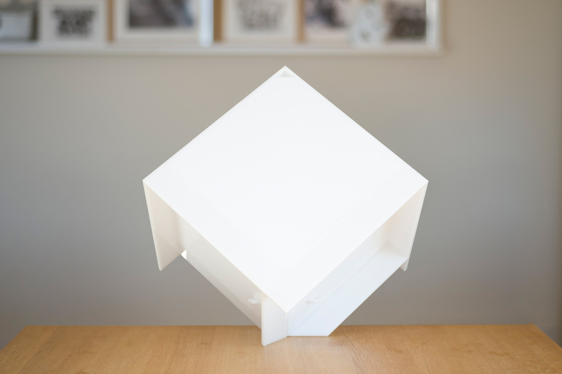 Cubic lamp on a vertex