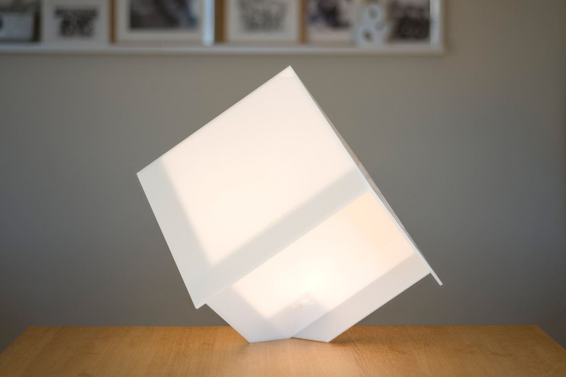 Cubic lamp on a vertex, lit