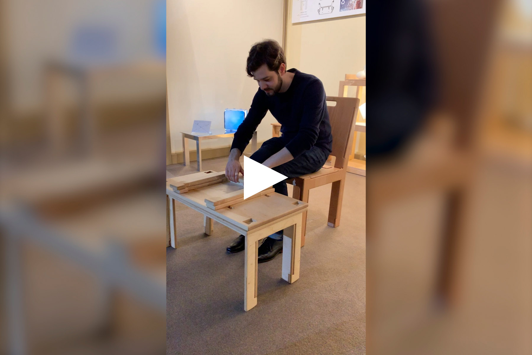 Jean-François demonstrates the assembly of a coffee table without fasteners