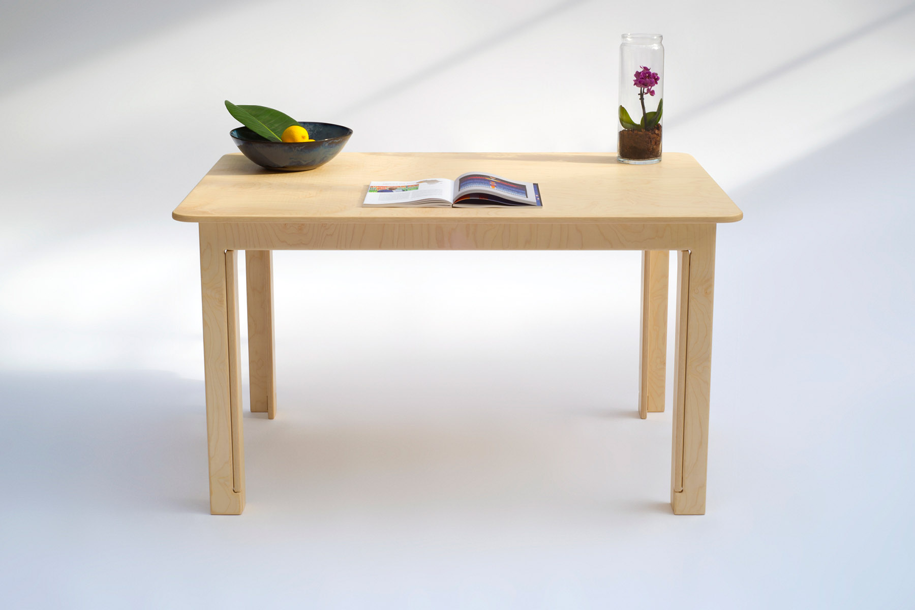 Maple table requiring no screws, small parts or tools