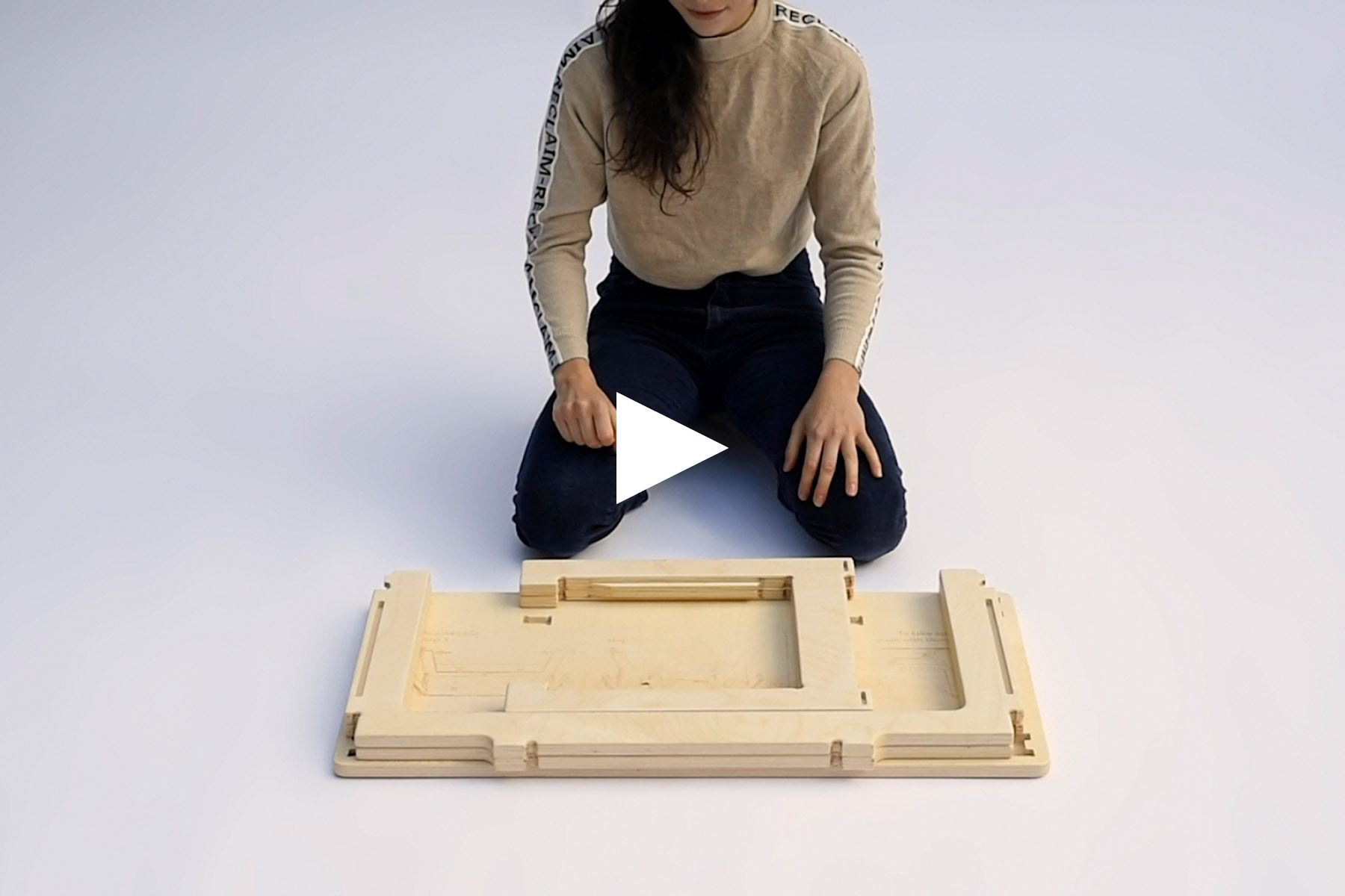 Assembling a coffee table in 30 seconds