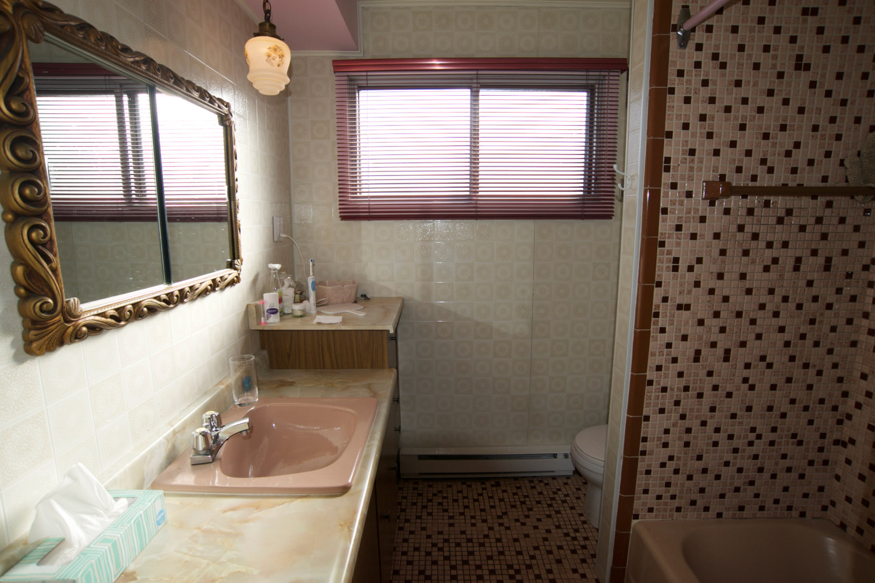 The bathroom before renovation